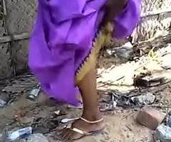 Desi girlfriend aunty pee capture
