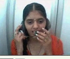 Desi girl identically jugs and pussy on webcam in a netcafe