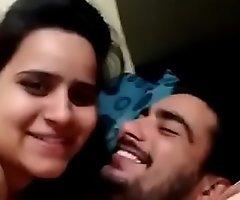 Desi Urdu speaking paki girl says 'gande na banao'